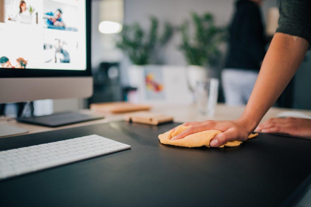 Как выбрать клининговую компанию для уборки в офисе?